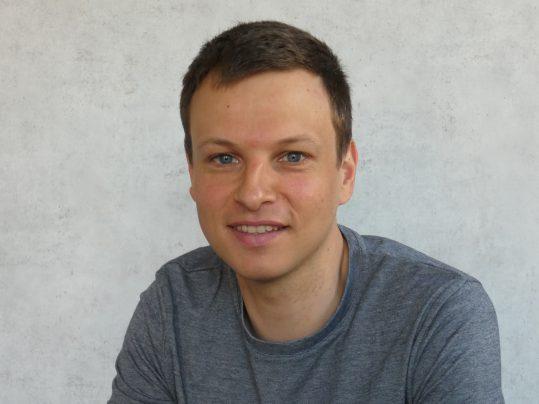 Dr. Maarten De Vries